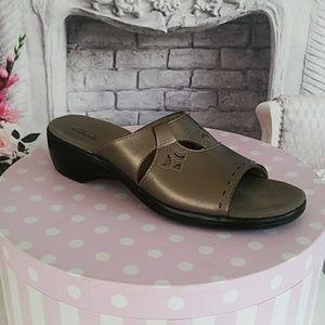 Clark's Women's Sandals Bronze Leather Size 10M
